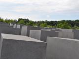 ホロコースト記念碑 抽象芸術のようなモニュメントにいろいろな思いが込められているか
