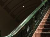 歴史を感じられる階段