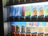 黄色い自動販売機 50円エナジードリンク