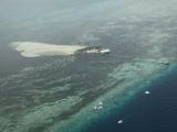 青い海と島は最高に綺麗です。