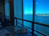 乗船したら、パブに入りコーヒーを注文しましょう。海を眺めながら2時間半でタリンです。コンセントがあるので、スマホの充電もできますよ!