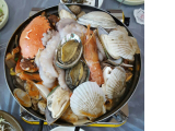 アンコウが辛いらしく、現地で海鮮鍋に変えてもらいました。