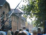 アウシュビッツ収容所へと入る門。有名な「ARBEIT MACHT FREI (働けば自由になる)」の文字の一部。