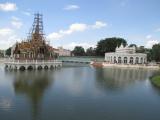 バンパイン宮殿の水上パレス(左側。工事中)