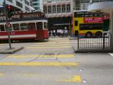 古いトラムと近代的なバス いつまでもトラムを大切にしてほしい。