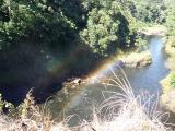 レインボー滝にて。めったに見ることができないという虹が見事に二重にかかってました。ガイドさんもなかなか見られないとのことなので、写真をアップしました。