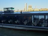 これがクルーズ船、以外と小さいのと屋上にデッキがない
