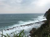 台北の北の海岸。野柳公園からみえる海です。波が荒く、岩にかかるしぶきがスゴイ!!