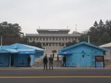 板門店。国連軍、北朝鮮それぞれの兵士たち。