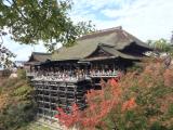紅葉の始まりの清水寺