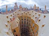 屋上から見た中庭とバルセロナ市街