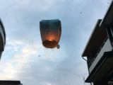 十份にて灯籠上げ。日本語の灯籠もチラホラ上がってました。