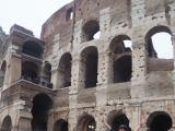 コロッセオ前で撮影。各ポイントでガイドさんが撮影してくれます。