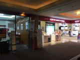 集合場所にはJTBデスクと免税店がありました。