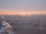 雪のグランドキャニオンの日の出