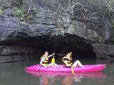 洞窟のなかまでカヤックで入れました