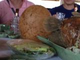 この丸い物体!中にお餅が入っていてすごく美味しかったです!お昼の一品です。