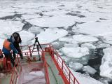 破冰船抵達流冰層