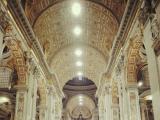 サンタンジェロ城からバチカンへ向かい際にも見える、サンピエトロ大聖堂内にて。解散場所であるサンピエトロ広場の目の前にそびえ立っています。解散後は、このサンピエトロ大聖堂やバチカン博物館(予約必須)へもぜひ。