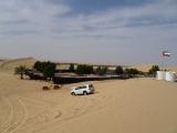 アブダビ砂漠のキャンプ-らくだ2頭-ランクル-水タンク