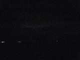 真っ暗な部屋で見ると、真ん中にうっすらと緑の筋が。持って行ったカメラがしょぼかった