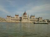 船から見える国会議事堂