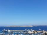 フェリーの発着する港