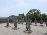 文官と武官の像