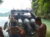 高速のスピードボート