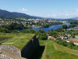 ヴァレンサの古城からの国境の川の眺め
