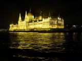 ライトアップされた国会議事堂が船上からバッチリ。