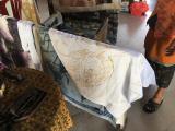 布工房、ロウをぬって模様を描くそうです。