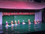 水上人形劇。