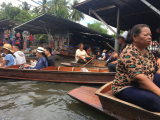 水上ボート。このあと大渋滞になり大変でした。