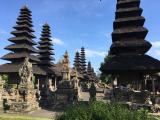 世界遺産のタマン・アユン寺院!現地の住職さんを見ることもできました!