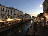 夜になると運河沿いのバーやレストランはライトアップでとても美しかったです。
