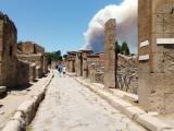 ヴェスヴィオ火山噴火?…ポンペイ市内の火事でした。。