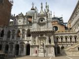 美しいドゥカーレ宮殿の中庭