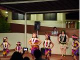 ステージで踊りを披露していました。