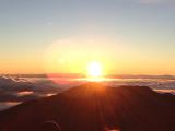 頂上からハワイ島も見えます