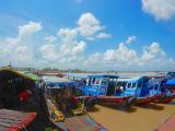 メコン川での色とりどりの船