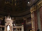 この大聖堂にオルガニストと歌手が登場!