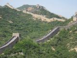 「八達嶺万里の長城の女坂」です。私は男坂を登ったので、男坂から女坂を撮影しました。