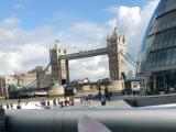 ロンドン橋を見ながら話題のドーナッツを食べるのは最高でした!!
