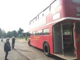 赤いロンドンバス、可愛いしよく目立つ。