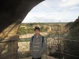 水道橋をまじかに見る