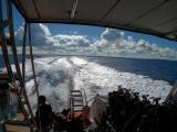 從後甲板上看乘風破浪(來回的景色大部分像這樣)