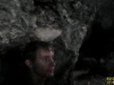 教練細心解說洞窟形成由來