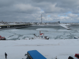 在紋別漁港旁看港內的流冰